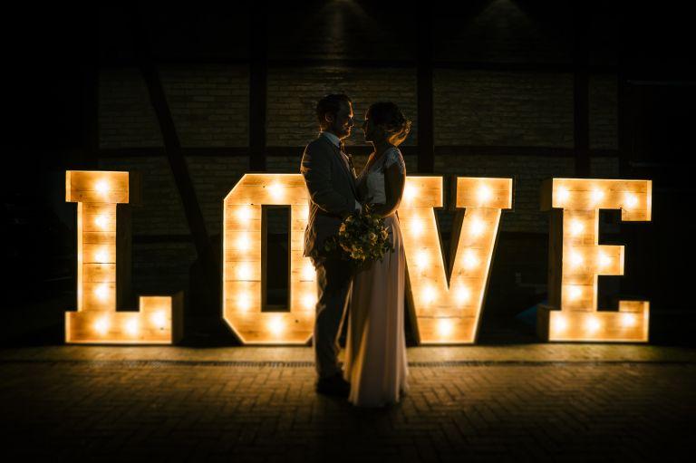 Brautpaar LOVE grosse Buchstaben